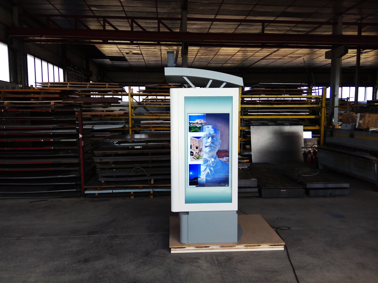 "Booth"" outdoor Info Kiosk for the municipality of Andravida - touchsmart"